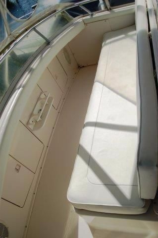 1997 Bertram 36 Convertible - Bridge seating
