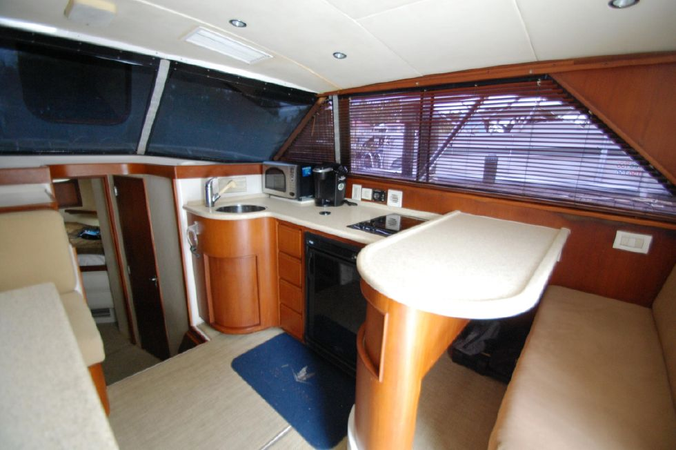1997 Bertram 36 Convertible - Salon 2