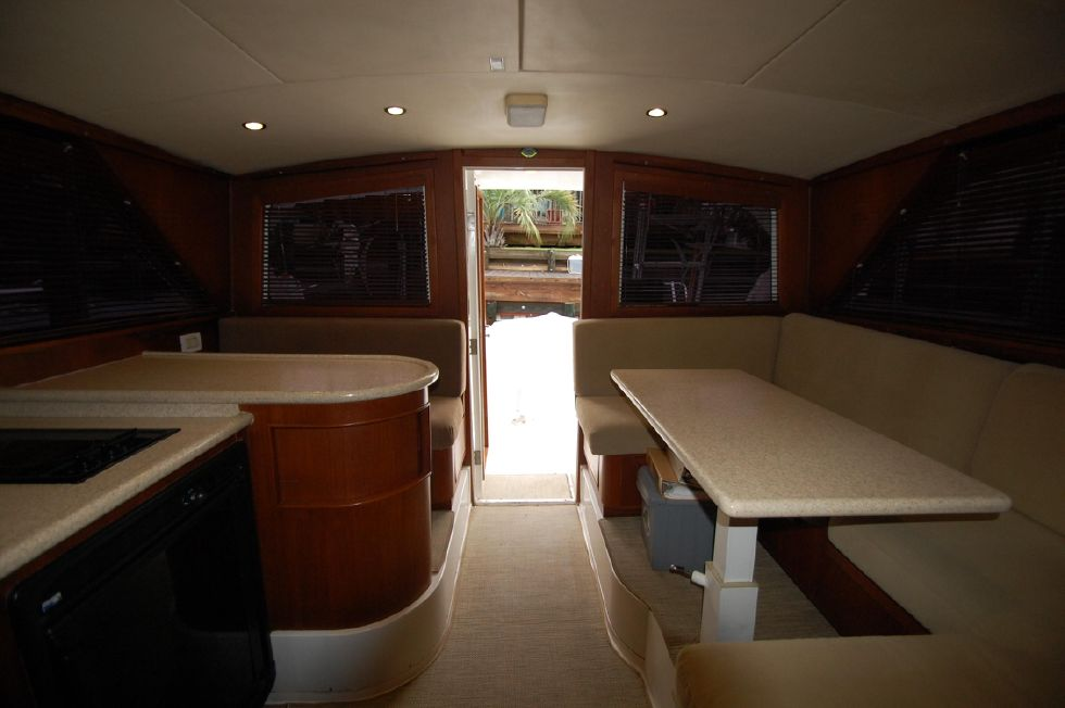 1997 Bertram 36 Convertible - Salon Aft