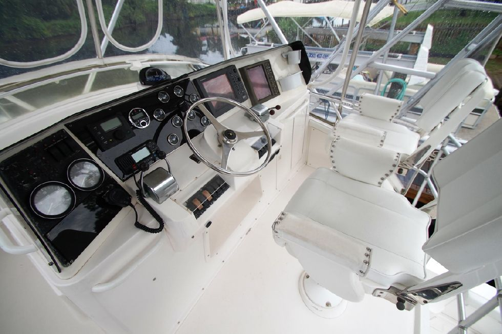 1997 Bertram 36 Convertible - Helm 1