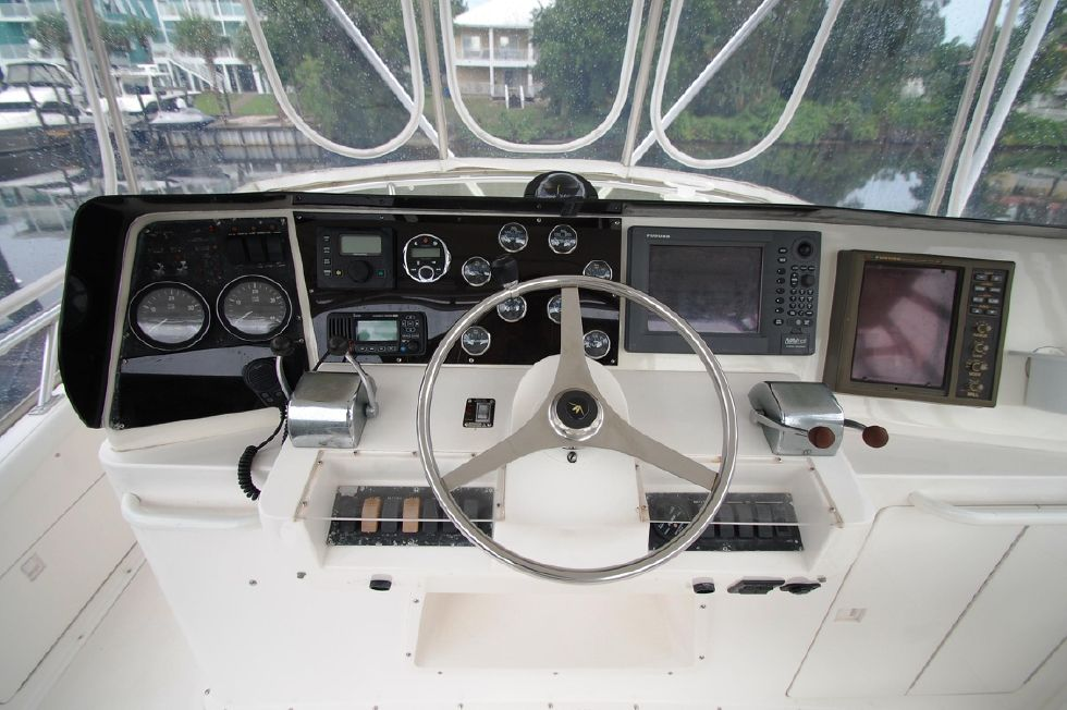 1997 Bertram 36 Convertible - Helm 2