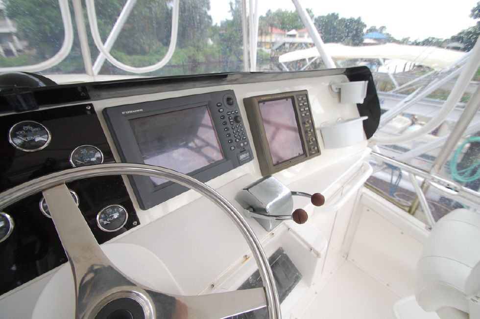 1997 Bertram 36 Convertible - Helm 3