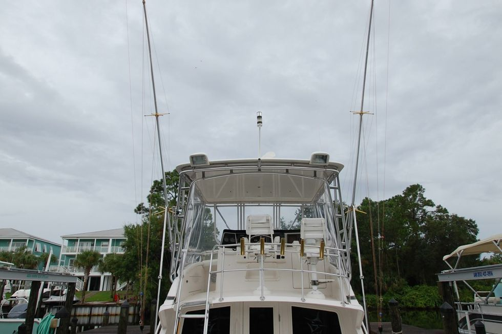 1997 Bertram 36 Convertible - Stern 2