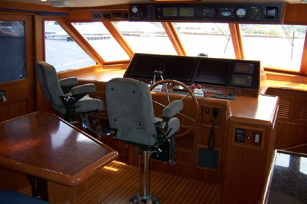 62 Offshore PH Pilothouse Helm