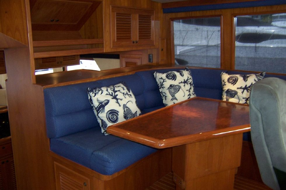 62 Offshore PH Pilothouse Seating