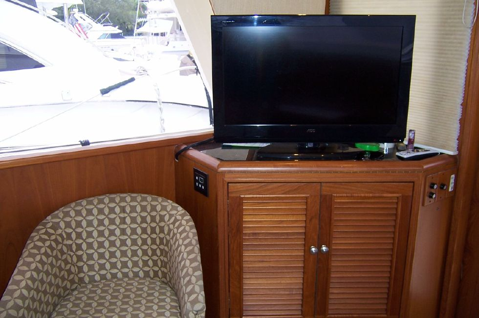 62 Offshore PH Salon Entertainment Center