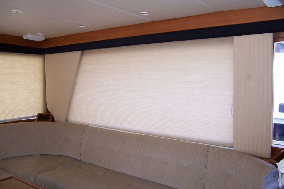 62 Offshore PH Adjustable Silouette Blinds