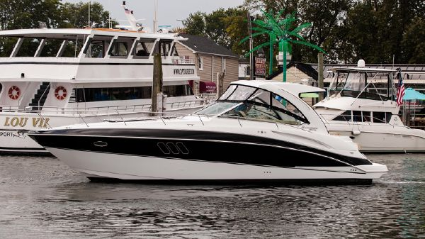 Cruisers Yachts 380 Express Port Side