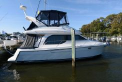 2001 Bayliner 3788 Command Bridge Motoryacht