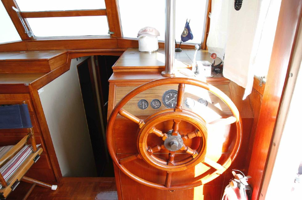 Grand Banks 42 Motoryacht Lower Helm