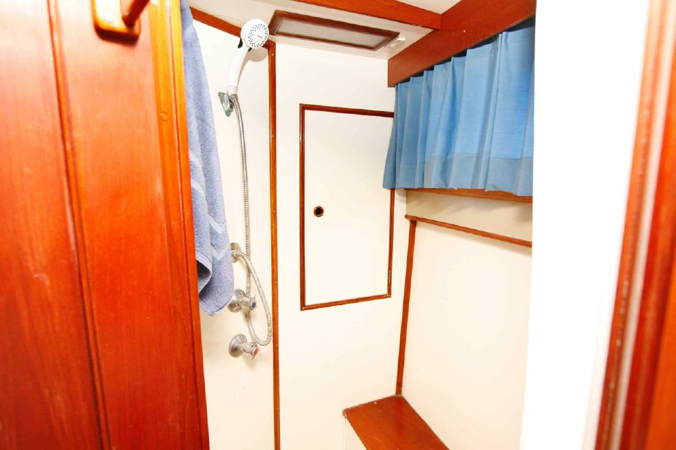 Grand Banks 42 Motoryacht Aft Master Stateroom Shower