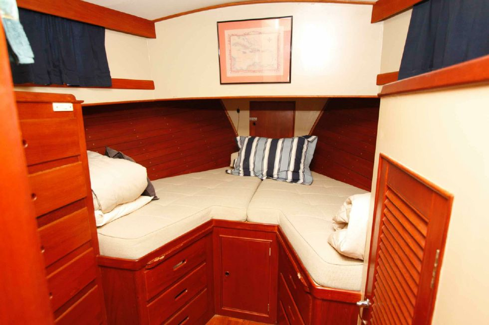 Grand Banks 42 Motoryacht Forward Berth