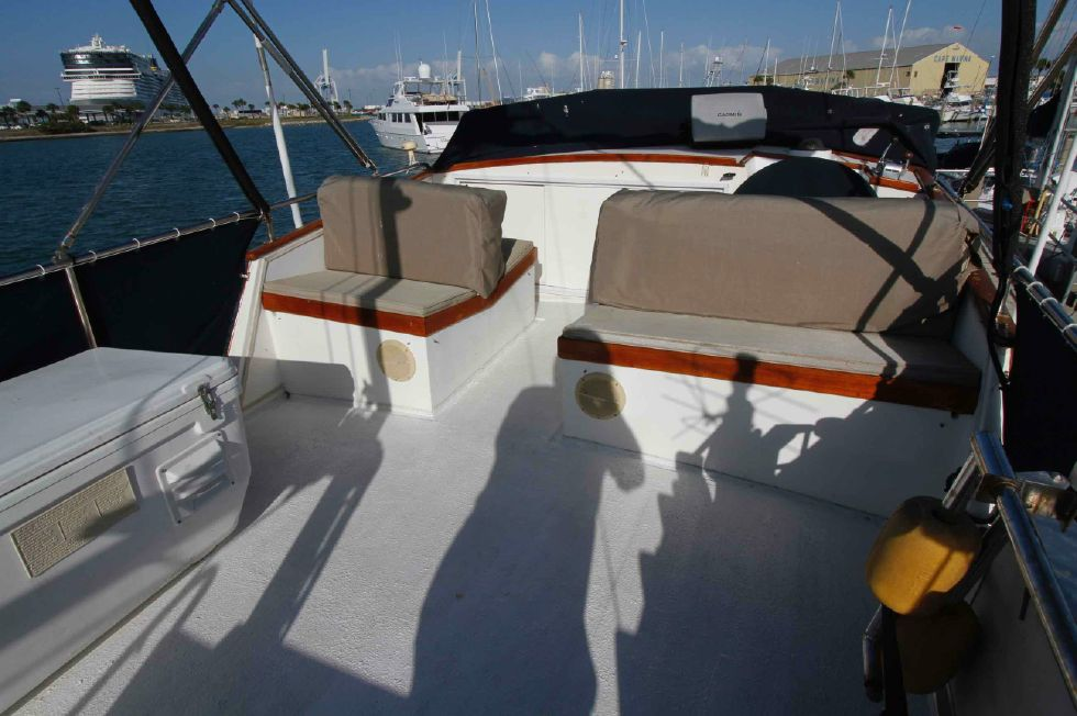 Grand Banks 42 Motoryacht Flybridge