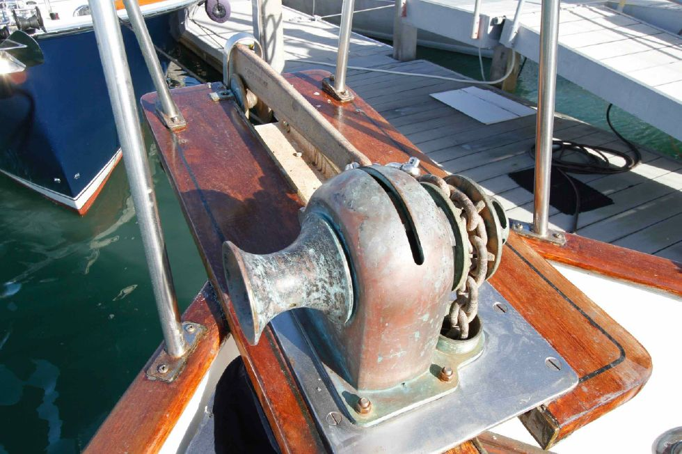 Grand Banks 42 Motoryacht Windlass