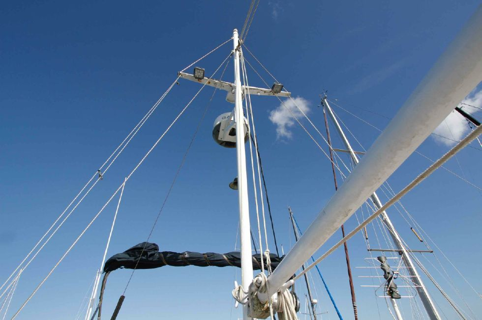 Grand Banks 42 Motoryacht Flybridge Rig