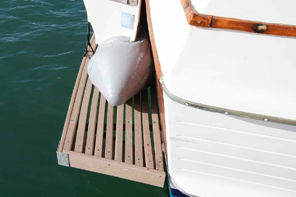Grand Banks 42 Motoryacht Swim Platform