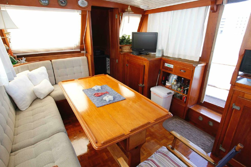 Grand Banks 42 Motoryacht Salon