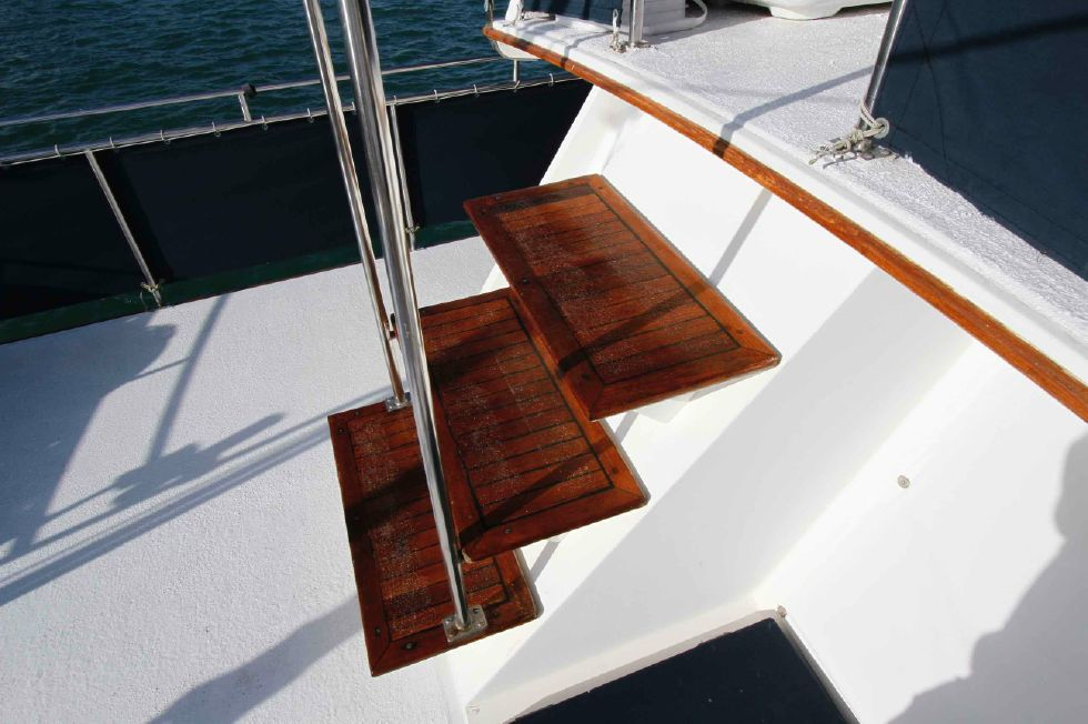 Grand Banks 42 Motoryacht Steps to Flybridge