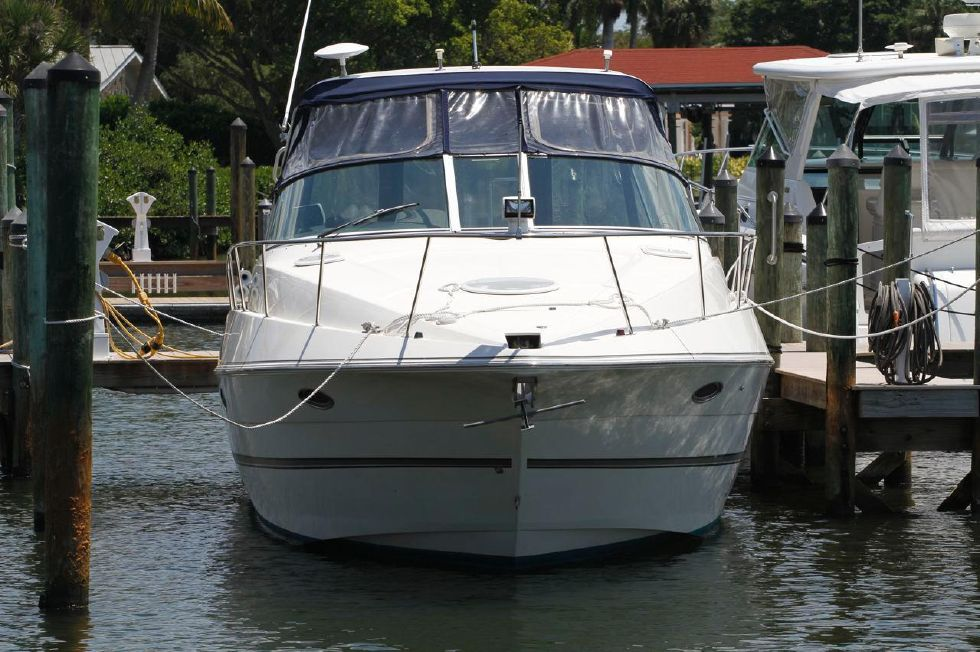 2005 Cruisers Yachts 340 Express w/Bow Thruster - Cruisers 340 Express