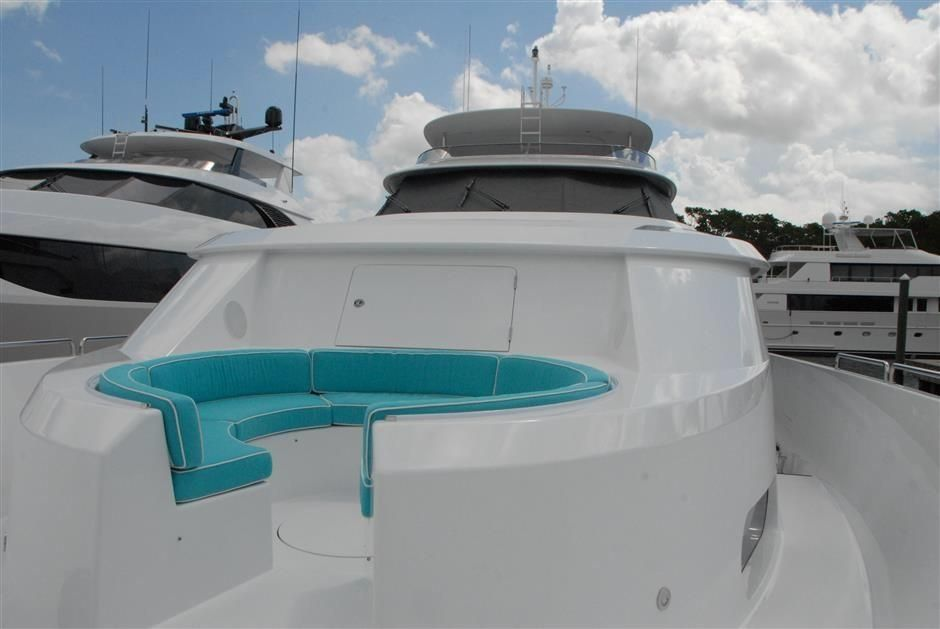 2016 Westport Raised Pilothouse Motoryacht - Foredeck Seating