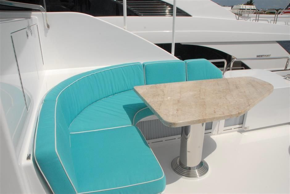2016 Westport Raised Pilothouse Motoryacht - Flybridge Settee