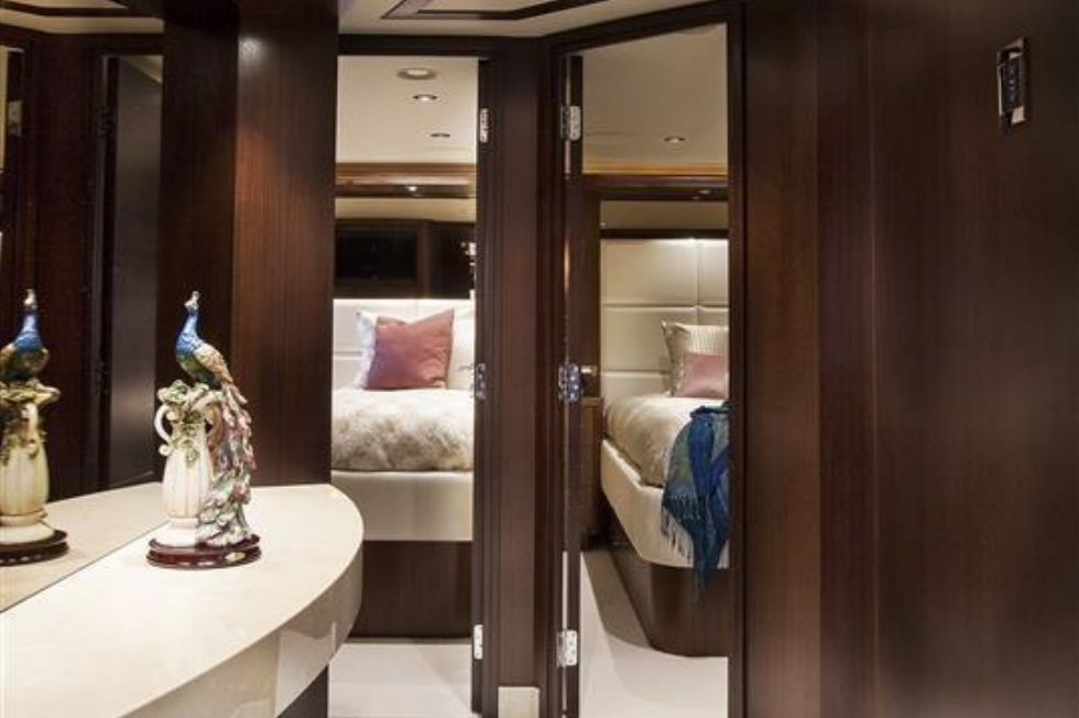 2016 Westport Raised Pilothouse Motoryacht - Foyer