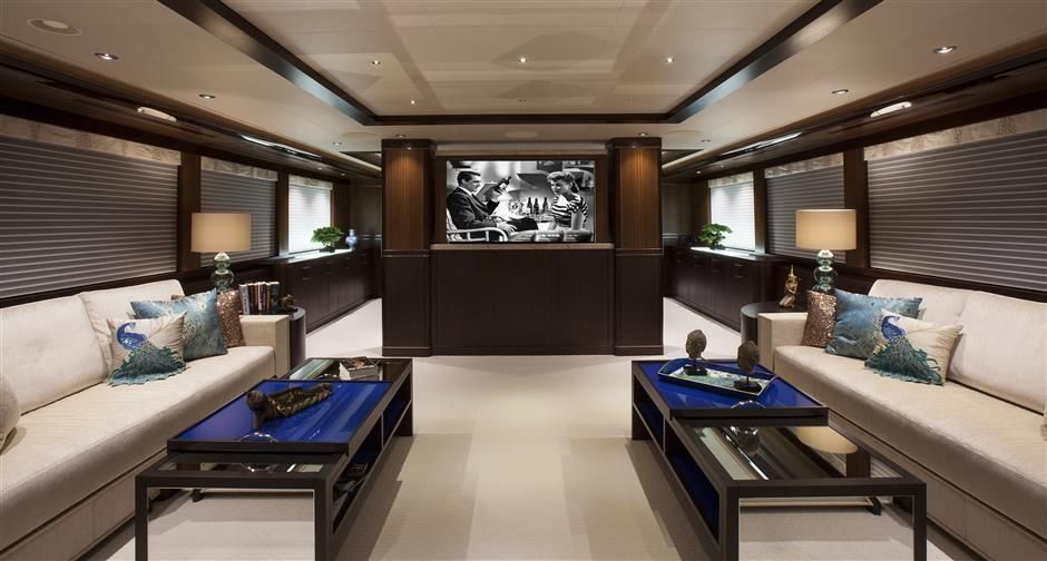 2016 Westport Raised Pilothouse Motoryacht - Salon