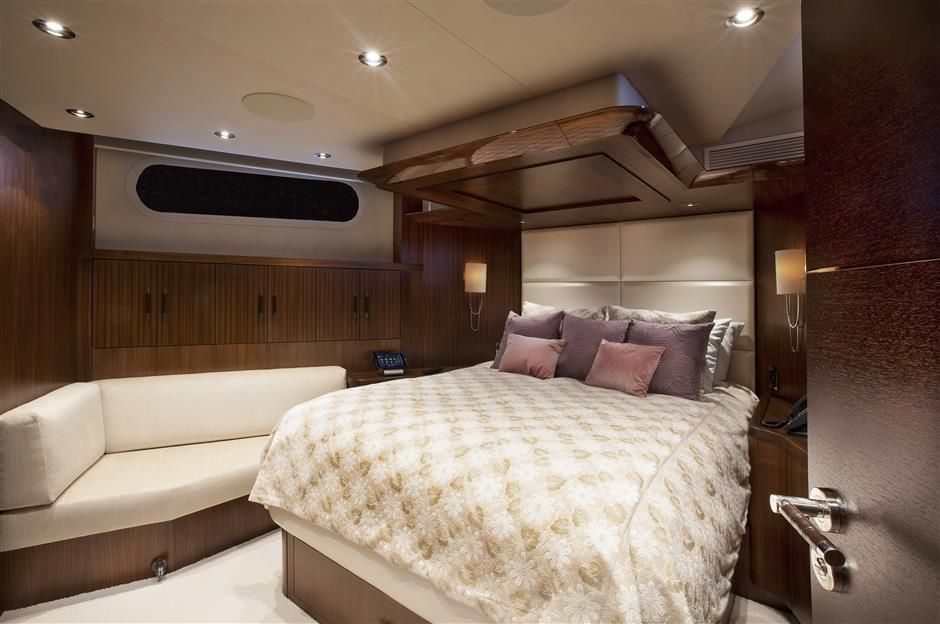 2016 Westport Raised Pilothouse Motoryacht - VIP Stateroom