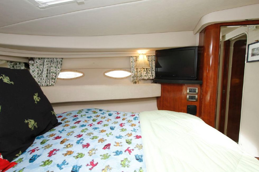 Sea Ray 380 Master Stateroom Starboard
