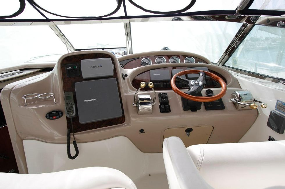 Sea Ray 380 Helm Station