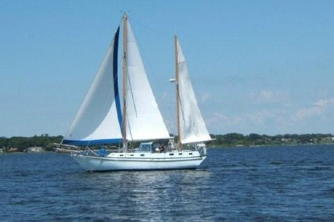 1991 Bruce Roberts 43' Spray Fiberglass Ketch