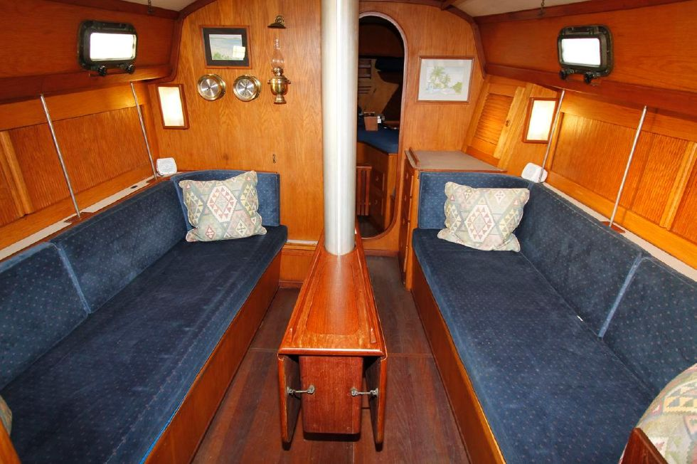 1982 Southern Cross 35 Cutter - Saloon w/Dinette down