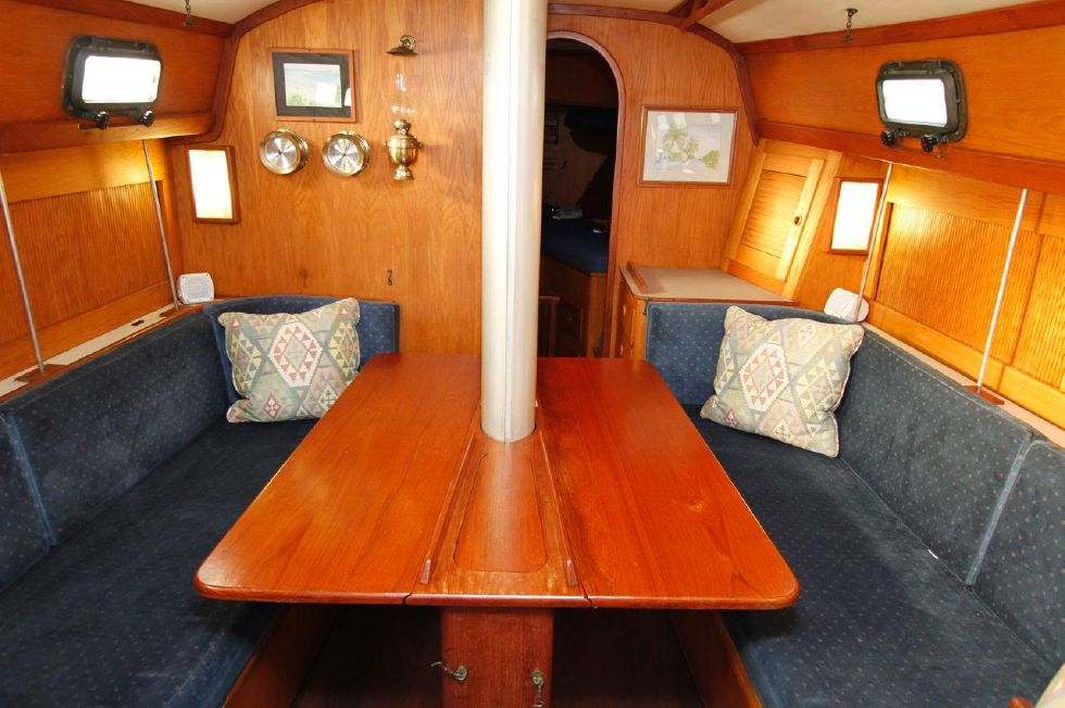 1982 Southern Cross 35 Cutter - Dinette both leafs up