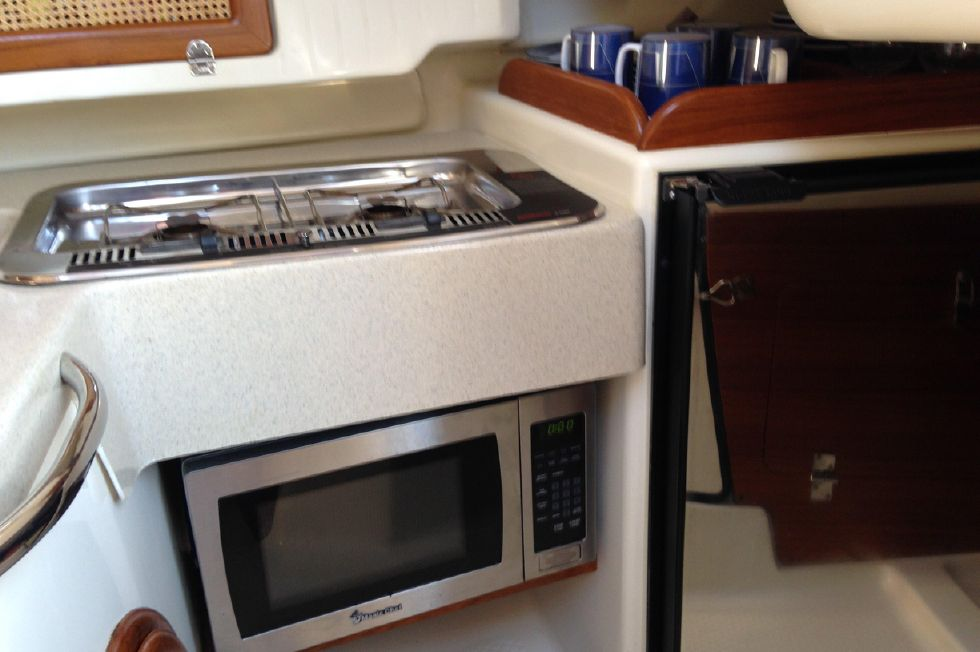 Seaward 32 RK Microwave Under