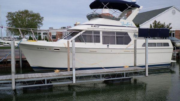 Tollycraft Sun Deck Cruiser
