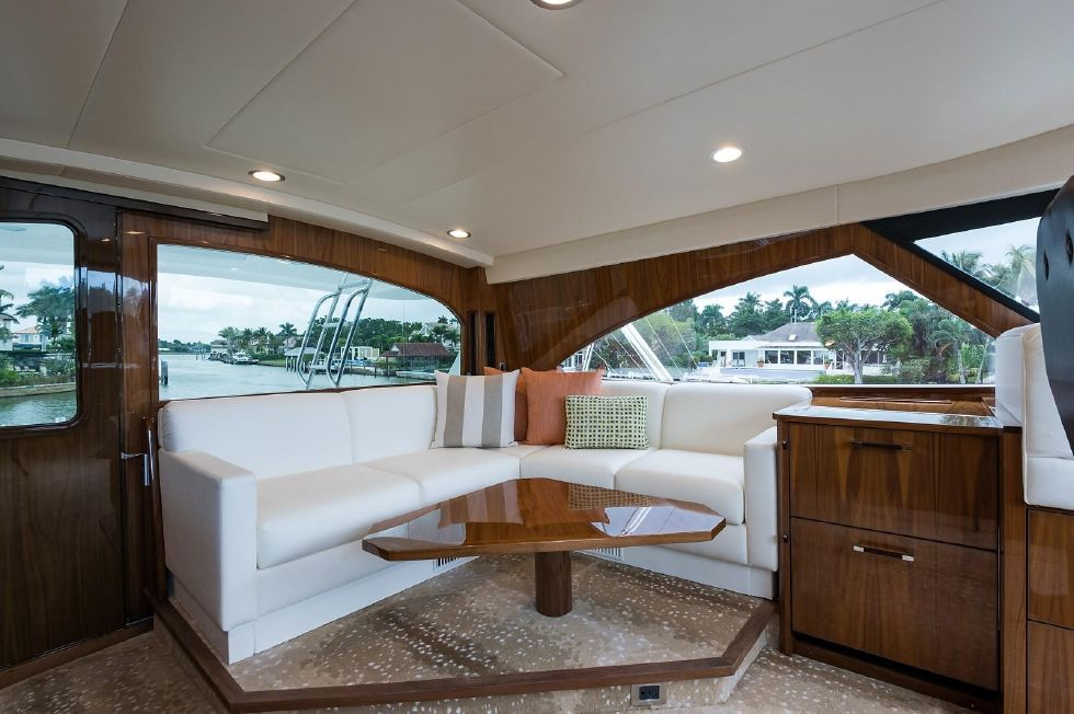2019 Viking Enclosed - Enclosed Flybridge