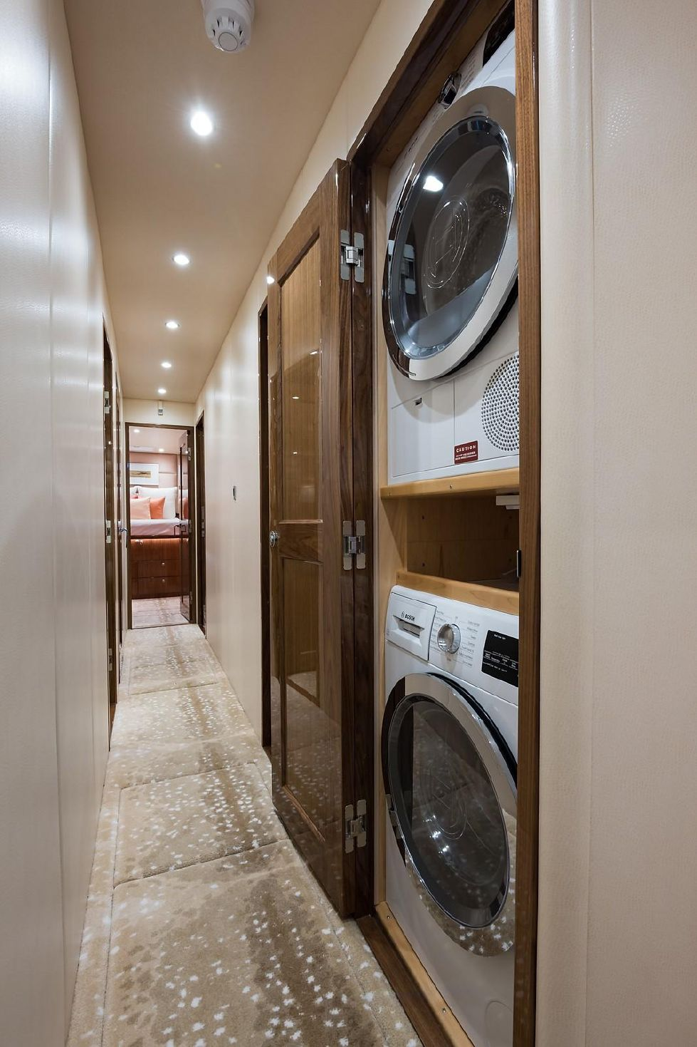 2019 Viking Enclosed - Laundry