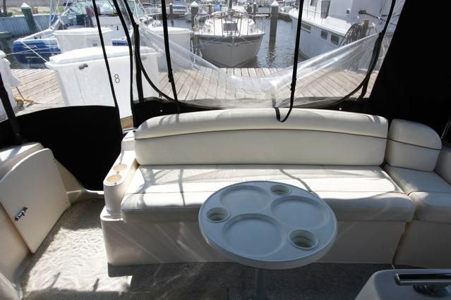 Rinker 342 Fiesta Vee Aft Cockpit Seating