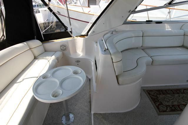 Rinker 342 Fiesta Vee Cockpit Seating