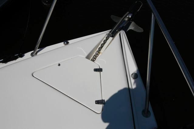 Rinker 342 Fiesta Vee Anchor Locker