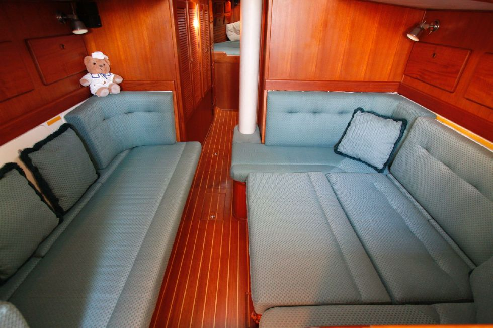 Morgan Starrett & Jenks 45 Convertible Dinette and Settees as Berths