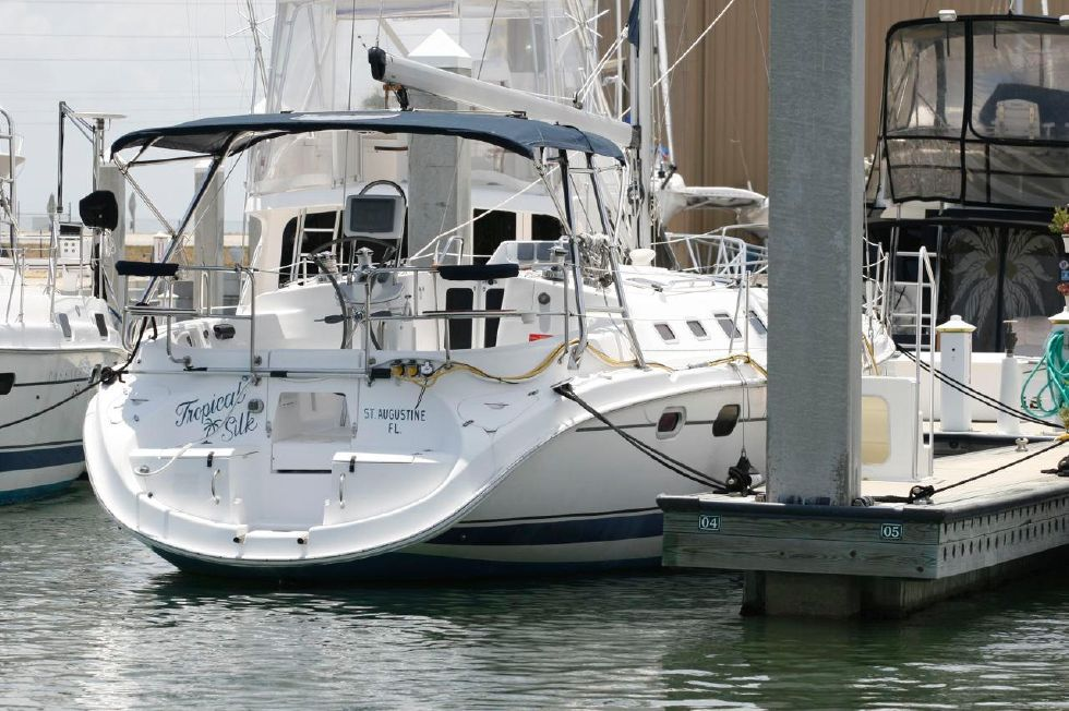 2005 Hunter 466 - Walk Thru Transom