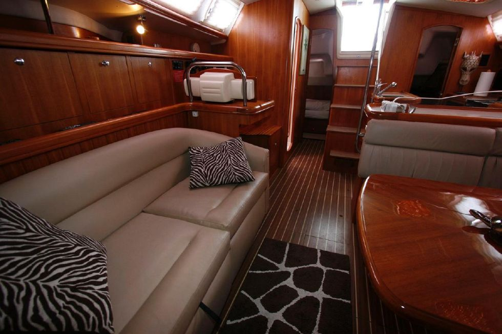 2005 Hunter 466 - Upholstrey Like New