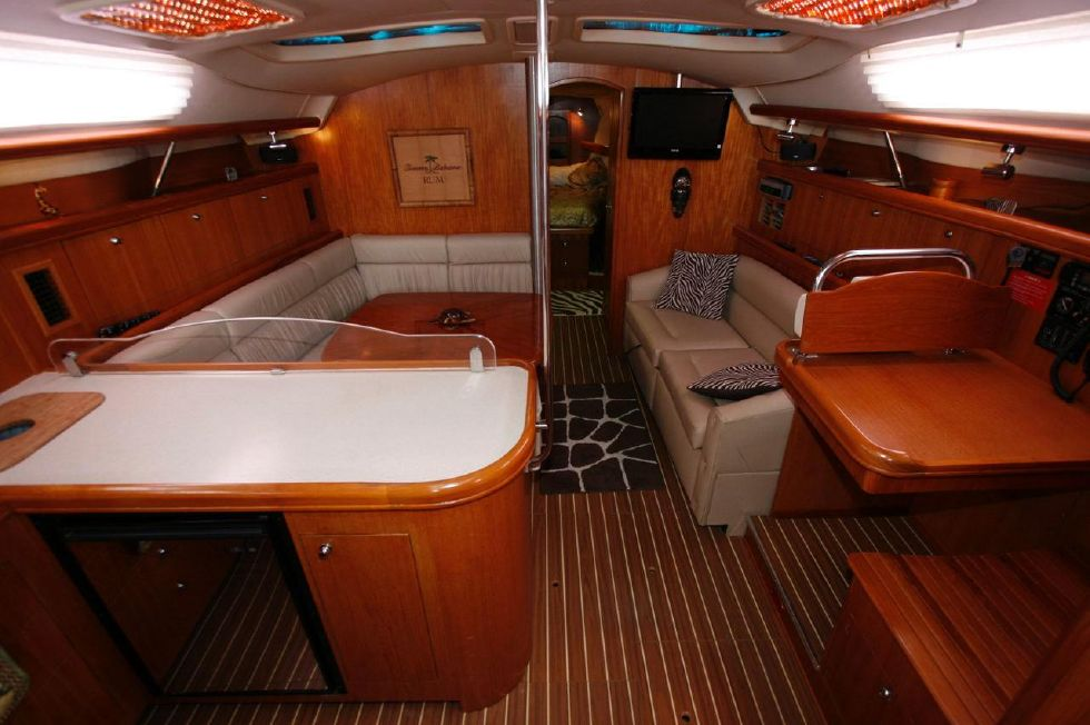 2005 Hunter 466 - Partial Galley, Salon, Nav Station