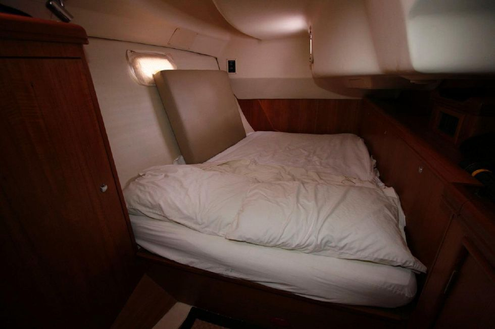 2005 Hunter 466 - Starboard Side Quarter Berth