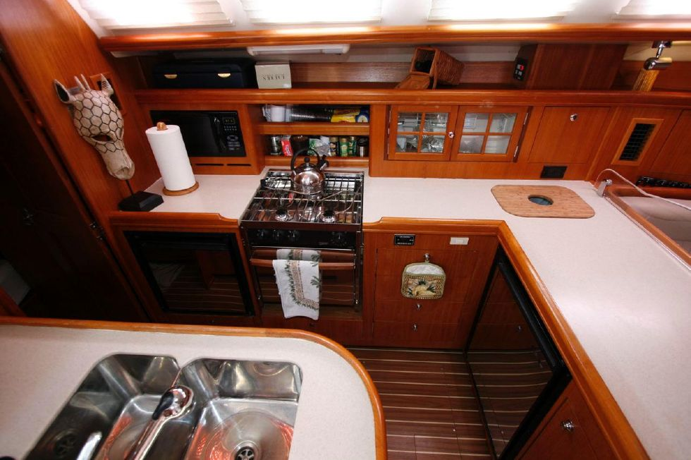 2005 Hunter 466 - Galley w/Corian Countertops