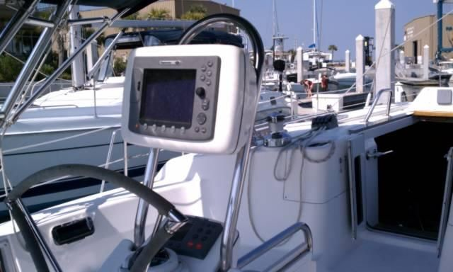 2005 Hunter 466 - Raymarine e80 Chartplotter in Pod