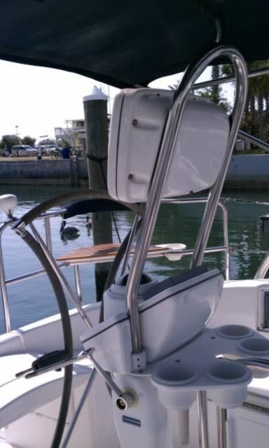 2005 Hunter 466 - Helm Station w/Pod
