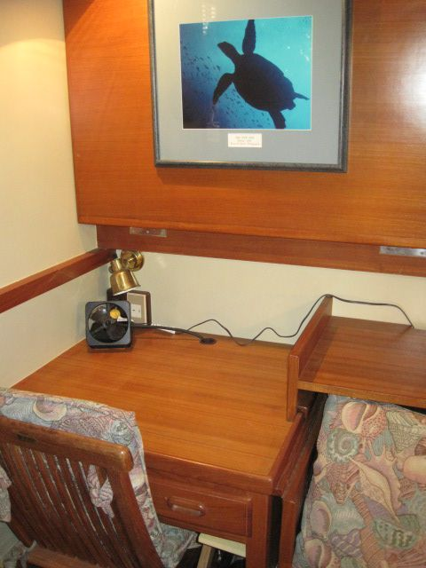 1987 Kadey-Krogen 42 Pilothouse Trawler Stabilized & Centerline Queen - Guest stateroom desk