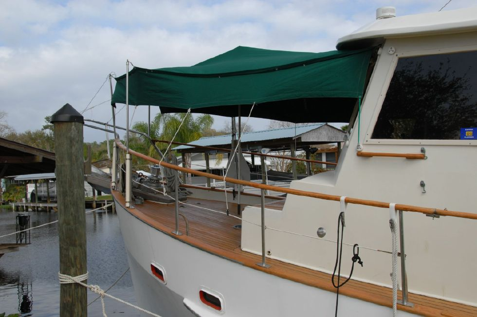 1987 Kadey-Krogen 42 Pilothouse Trawler Stabilized & Centerline Queen - Bow tent side view